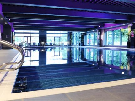 de-vere-village-london-elstree-hotel-leisure-club-elstree_300420131443442573